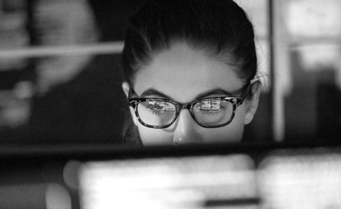 data-woman-monitors-picture-id1170678985
