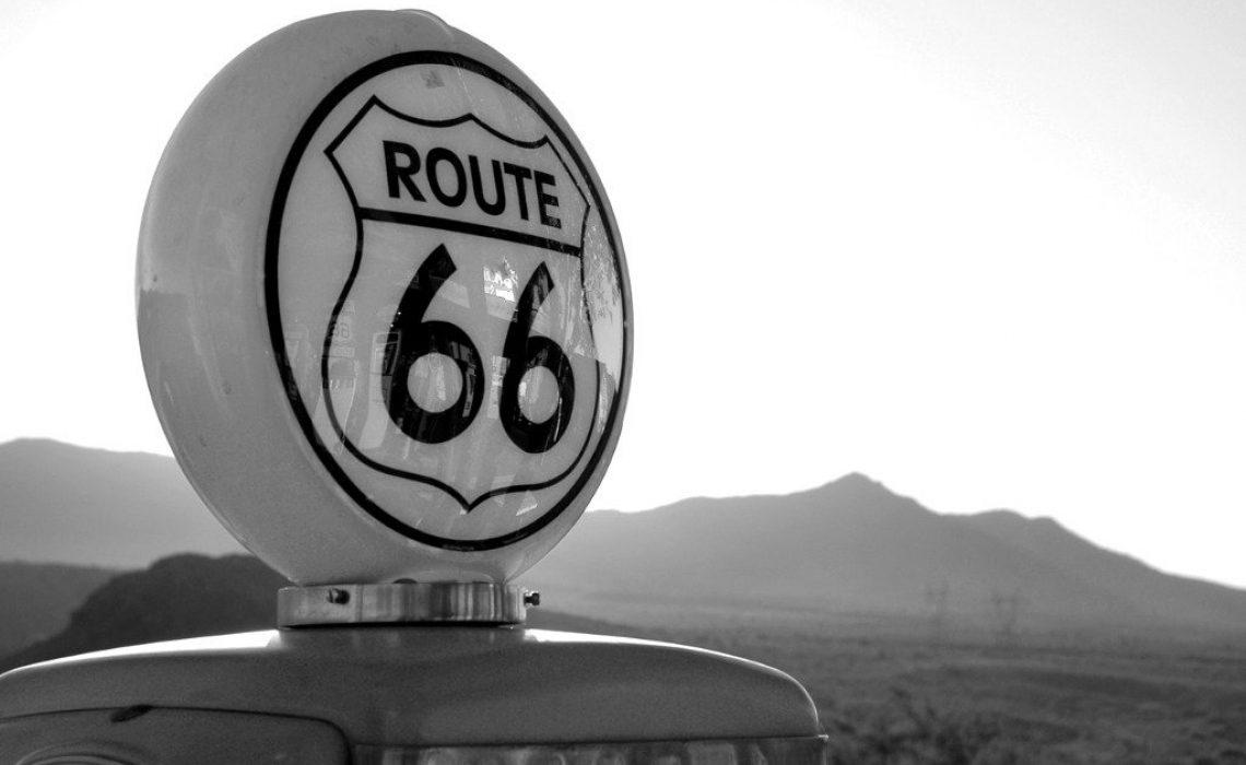 vintage-gas-pump-route-66-picture-id157309857